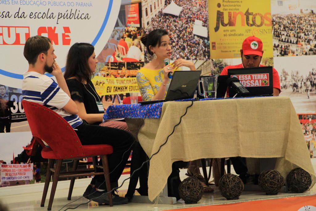 Mesa Desafios e Práticas da Comunicação Popular (foto: Cássia Miranda)